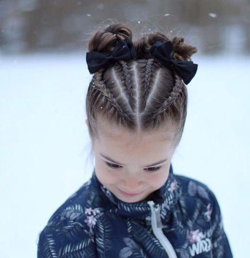 Ідеї з фото зачіски для дівчинки з бантиками, яку можна зробити на перше вересня й інші свята