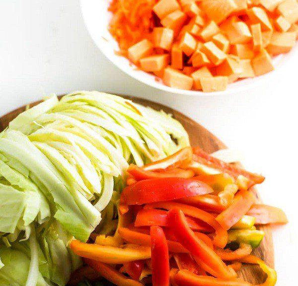 Квашена капуста з гарбузом і солодким перцем – чудове поєднання у простому рецепті