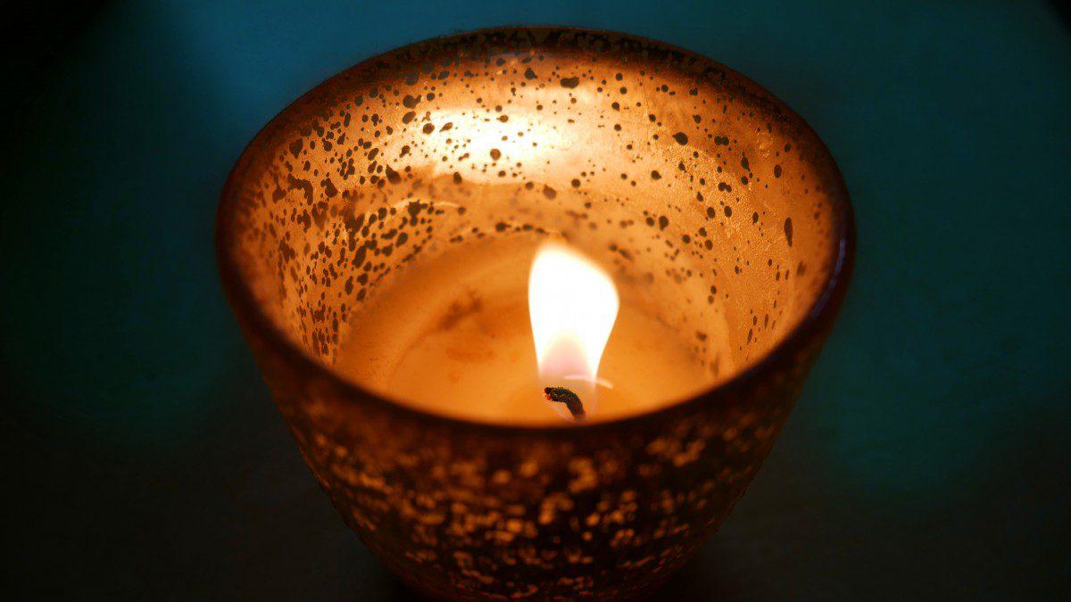 Оберіг на удачу з простих предметів, які варто мати в домівці: свічки