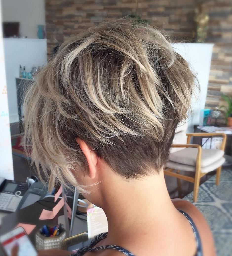 Зачіска на тонке волосся Піксі з «вирізом»