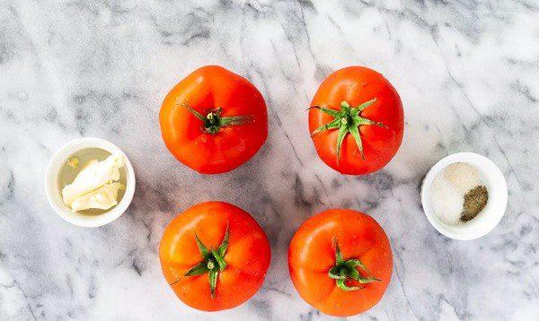 Суп із свіжих тушкованих помідорів готується всього півгодини