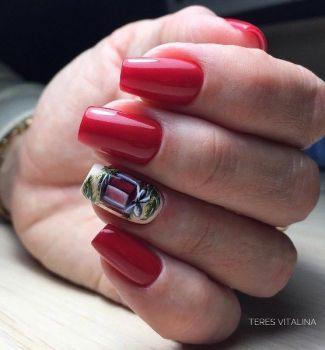 Манкіюр ніжно-червоного кольору