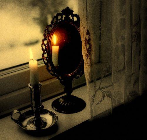 Як провести ритуал з дзеркалом, щоб зняти порчу