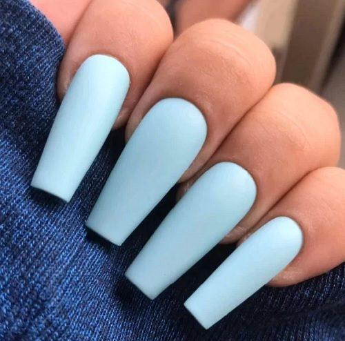 Кремово-блакитний манікюр для осені