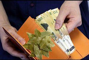 Лавровий лист це талісман у гаманці для залучення грошей