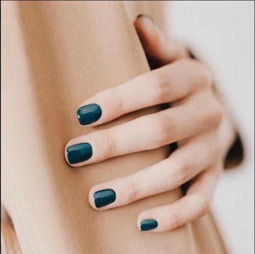 Ідеї осіннього манікюру: темно бірюзовий колір нігтів