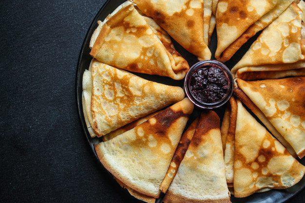 Як приготувати тоненькі млинці, зробивши правильне тісто