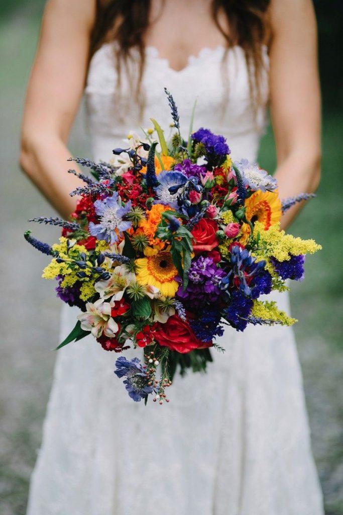 Весільні букети для нареченої в різних стилях: ідеї модних квіткових композицій