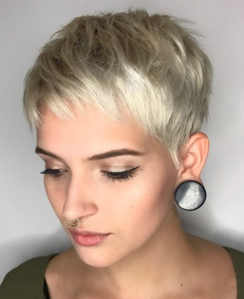 Легка зачіска Піксі з коротким чубчиком