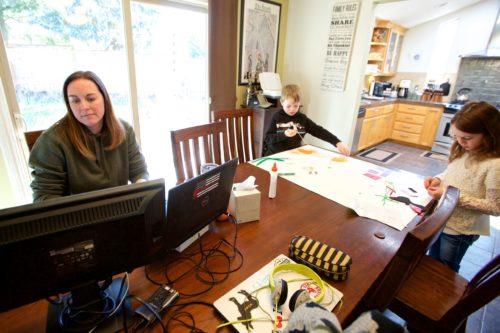 Як працювати вдома, щоб не було «вигорання» і взагалі не зійти з розуму, поради психологів, як організувати робоче місце