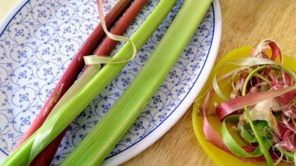Рецепт варення з ревеню, яке готується навесні і смакує цілий рік
