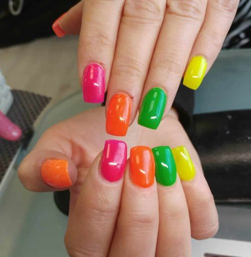 Ідеї літнього нейл-покриття на короткі нігті