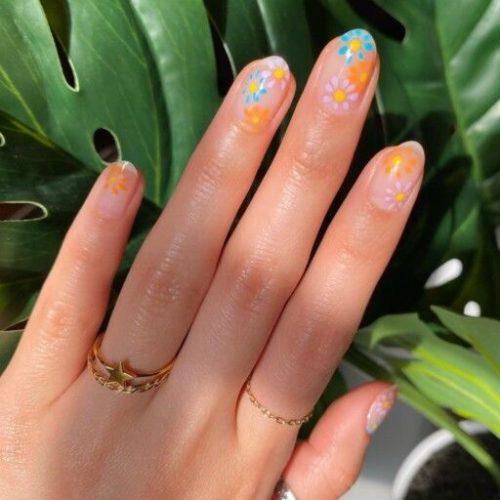 Нейл-покриття на короткі нігті 2021 - квіти, приклади з фото