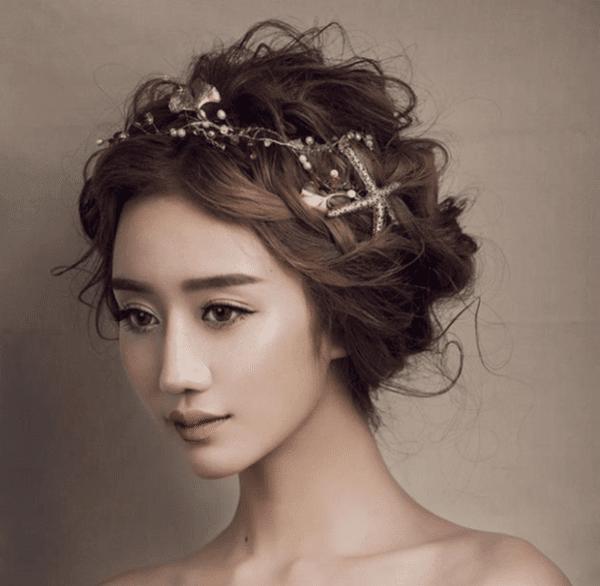 Весільні аксесуари: модні прикраси для зачіски у 2021 році