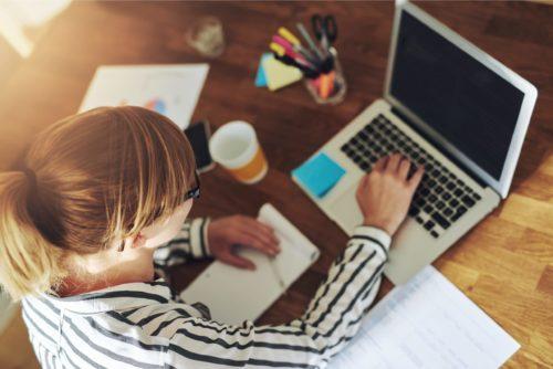 Як працювати вдома, щоб не було «вигорання» і взагалі не зійти з розуму через неправильну організацію і неможливість змінити «картинку», поради психологів, як виконувати роботу