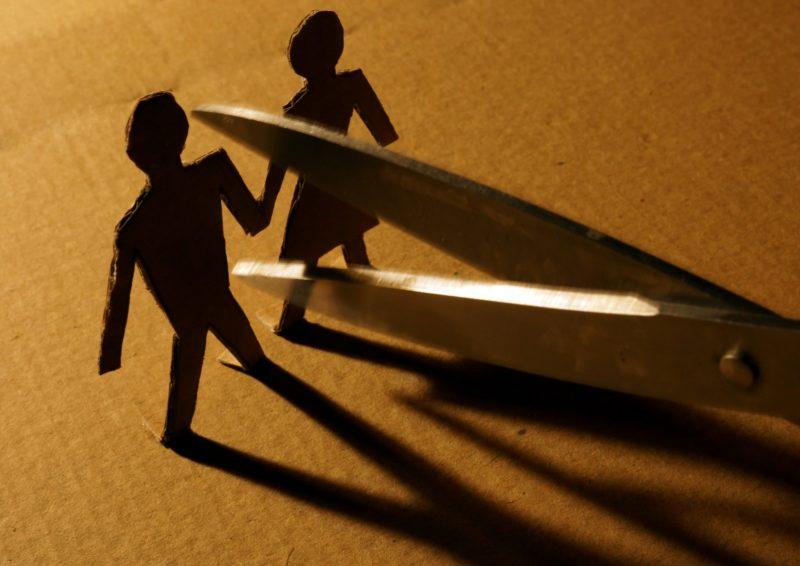 Пороблено на розлучення: ознаки псування і обряди, як з'ясувати, що наведено порчу