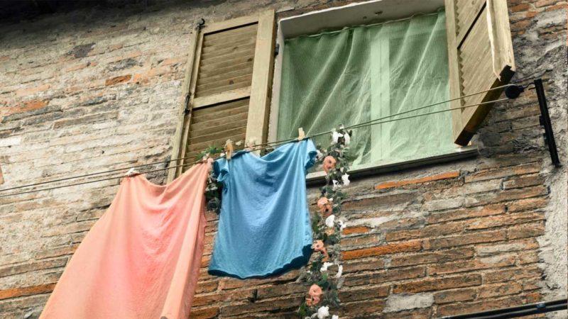 Оцет допоможе зберегти одяг і пральну машину: корисні поради використання