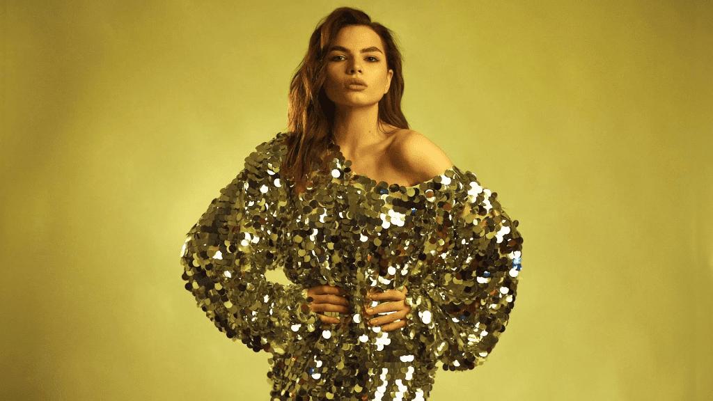 Золотистий колір сукні на Новий рік 2019