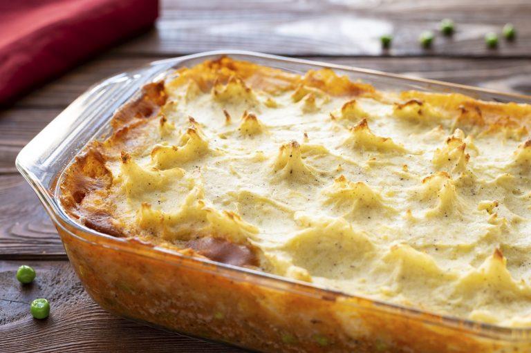 Рецепт ніжного пирога з картопляного пюре і курки