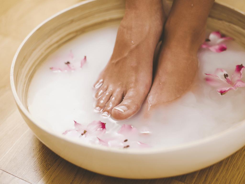 Як позбутися грубої шкіри на п'ятах