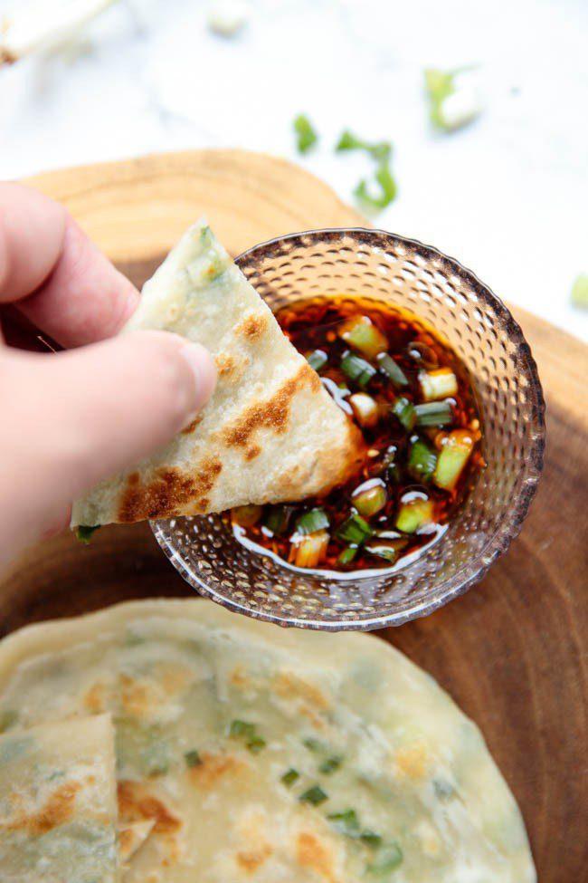 Коржики з зеленою цибулею у ніжному тісті, рецепт з фото