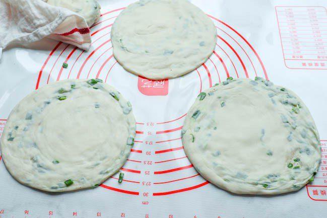Рецепт коржиків з зеленою цибулею