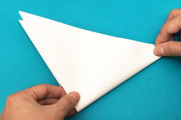 Ідея новорічного декору: паперова сніжинка своїми руками крок 3