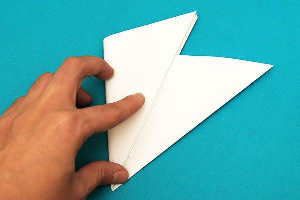 Ідея новорічного декору: паперова сніжинка своїми руками крок 5