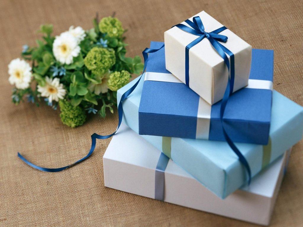 Прикмети про подарунки: що можна дарувати