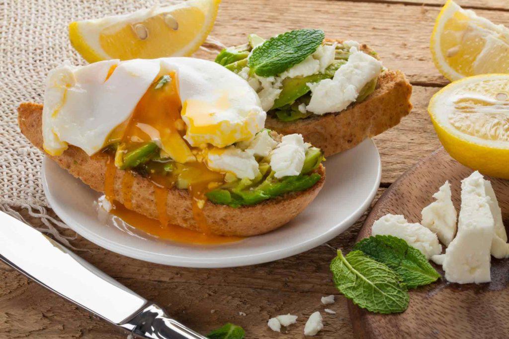 Закуски до святкового столу: брускетти з сиром, томатами і прошутто
