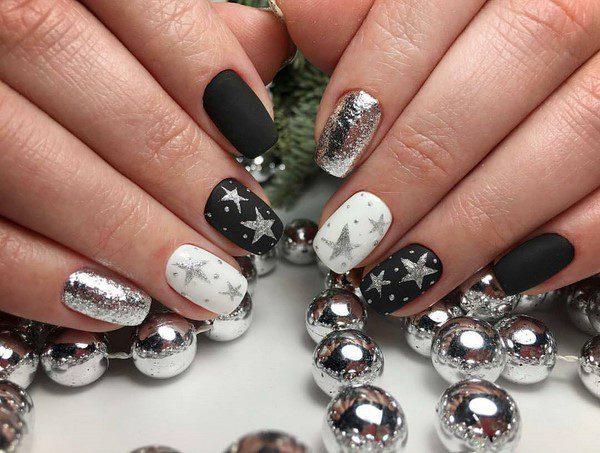 Новий рік: Ідеї Святковий манікюру на нігті середньої довжини