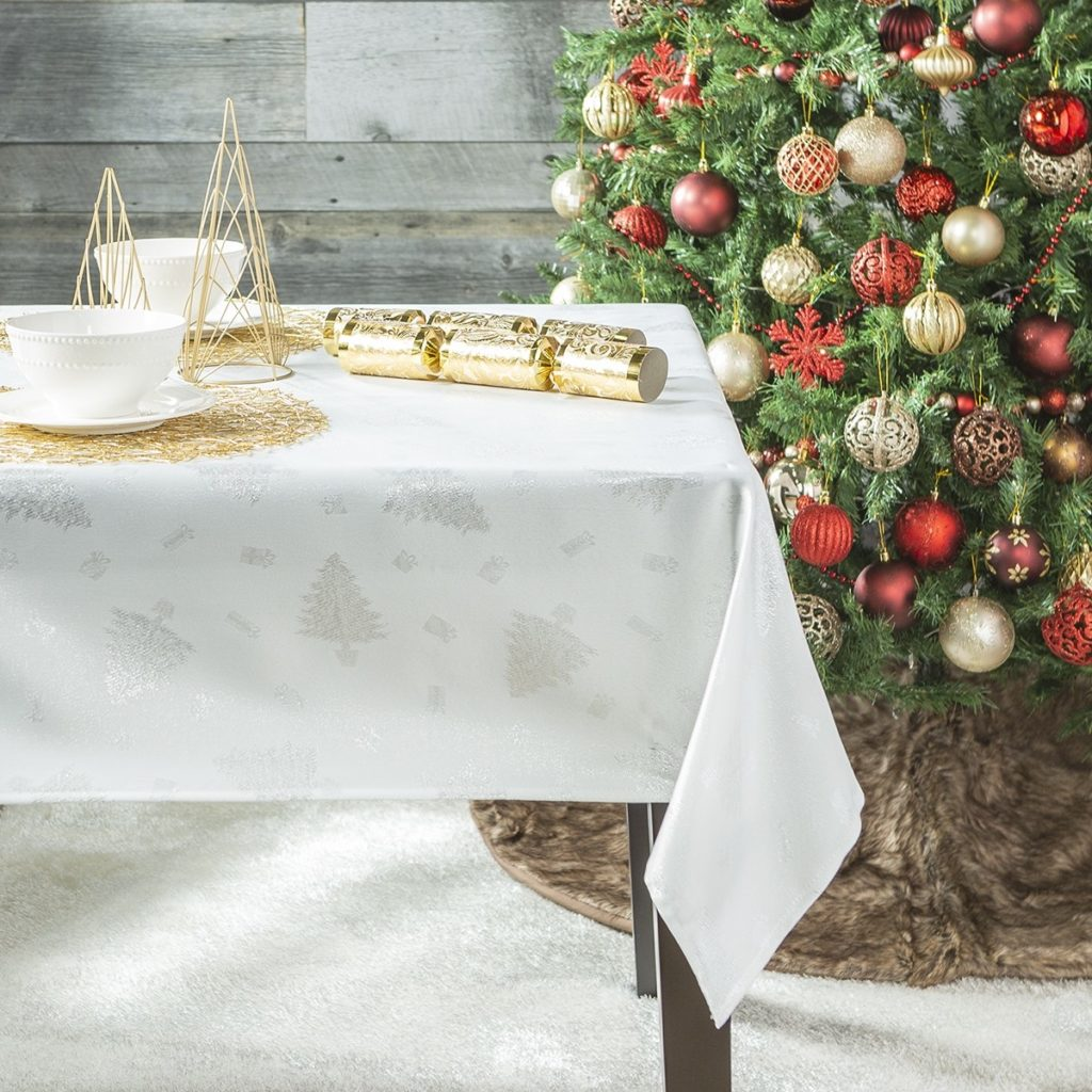 Новорічні прикмети і ритуали про святковий стіл