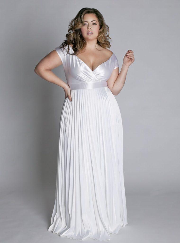 Біле вечірнє елегантне максі плаття з декольте з гофрованого атласу