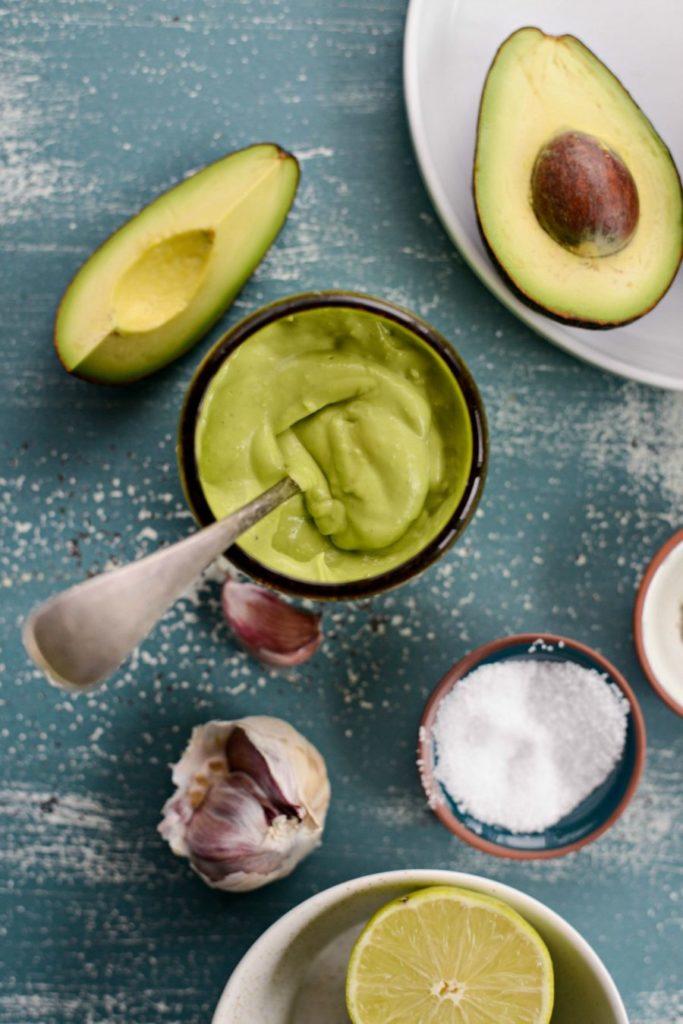 Майонез замінюємо на заправку з авокадо за покроковим рецептом