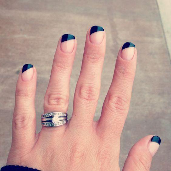 Модний частковий манікюр  negative space nail art