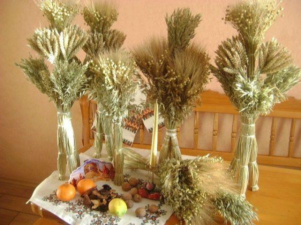 Коляда приходила на Різдво, цей різдвяний сноп називається ще дідух