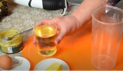 Швидко приготувати майонез допоможе використання блендеру