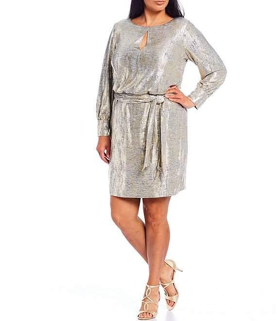 Шикарна сукня для жінки плюс-сайз з оригінальним декольте