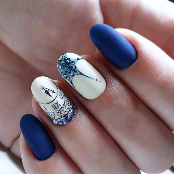 Матове покриття нігтів может віглядаті святково на Новий рік