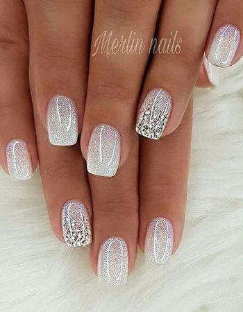 Білий манікюр на короткі нігті з мерехтінням кольлор металік - тренд року