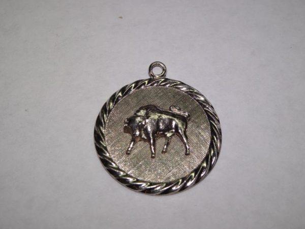 Срібна підлвіска для Овна з символом року - Білого Металевого Бика