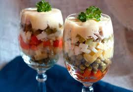 Оригінальні варіанти подачі - Новорічний салат Олів'є, як коктейль