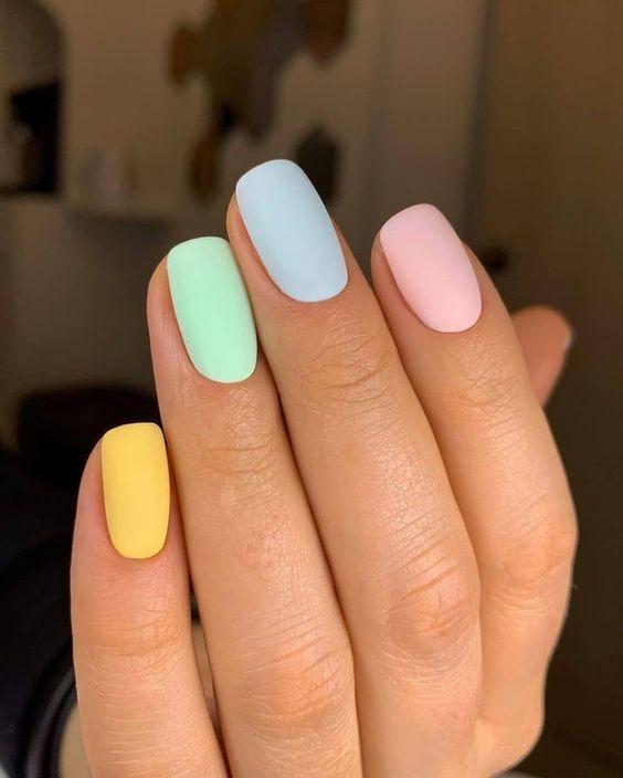 Модний манікюр 2021: приглушені пастельні відтінки