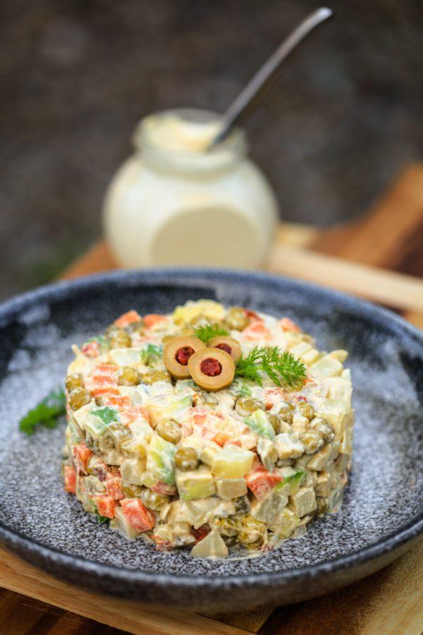 Оригінальний рецепт салата Олів'є по-новому для вегетаріанців без м'яса
